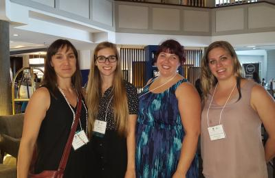 Dre Natacha Godbout, Gaëlle Cyr (Ph.D. student), Roxanne Bolduc (M.A. student) et Anne-Julie Lafrenaye-Dugas (Ph.D. student) lors de l'International Family Violence and Child Victimization Research Conference (IFVCVRC) 2016, à Porthmouth au New Hampshire (États-Unis)